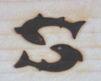 2匹の魚の焼印