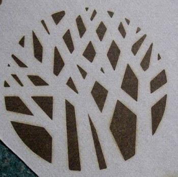 丸の中に木々をあしらった焼印