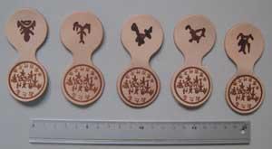 革に古代文字焼印の画像